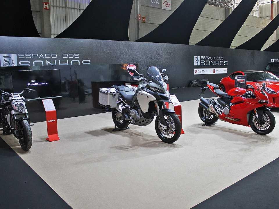 Modelos da Ducati no Espaço dos Sonhos do Salão do Automóvel
