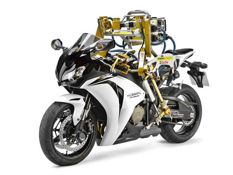 A Honda fez piada com robô pilotando moto, mas estaria pesquisando a condução autônoma