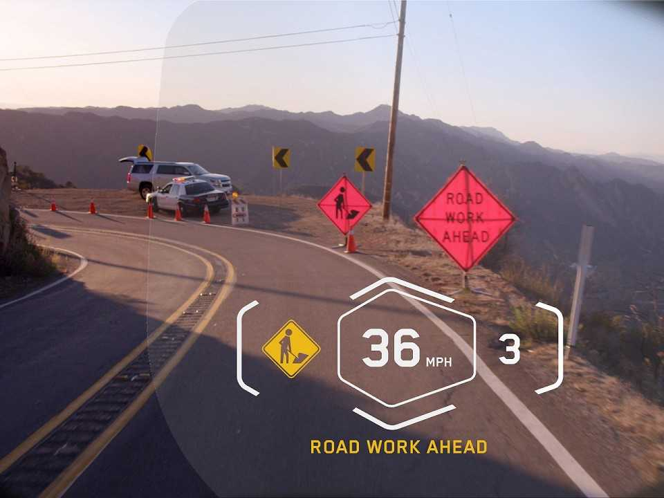 Capacete com head-up display da BMW