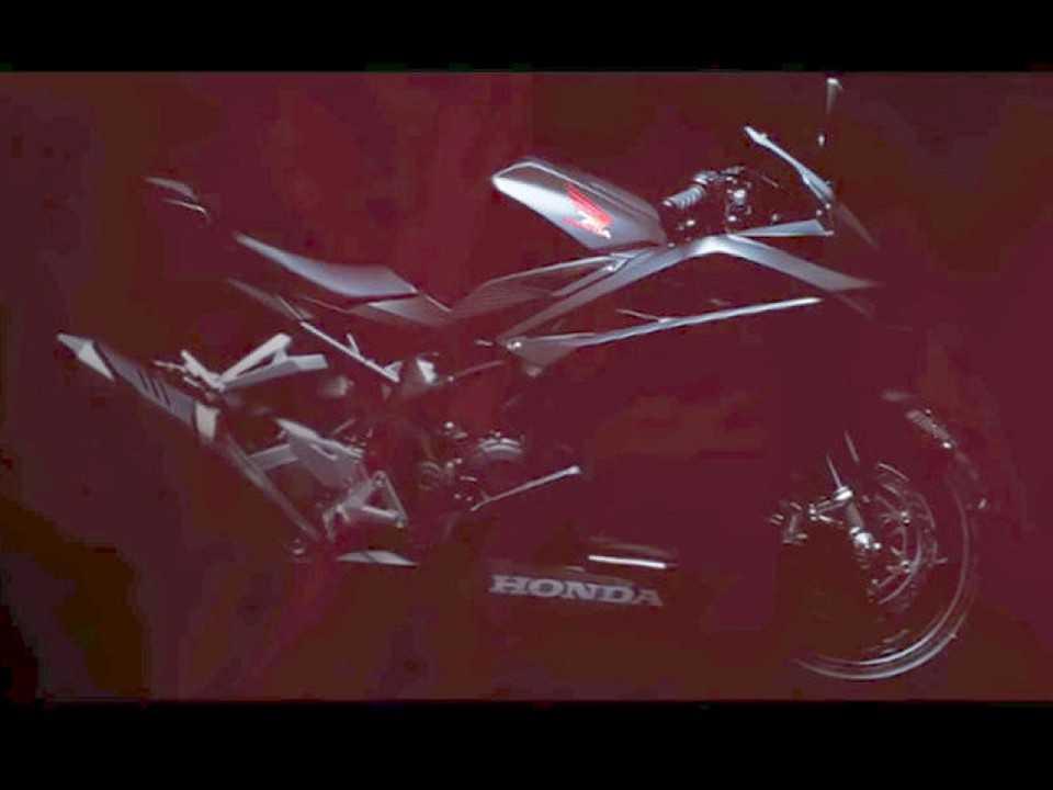 Teaser com o futuro motor bicilíndrico de baixo deslocamento da Honda