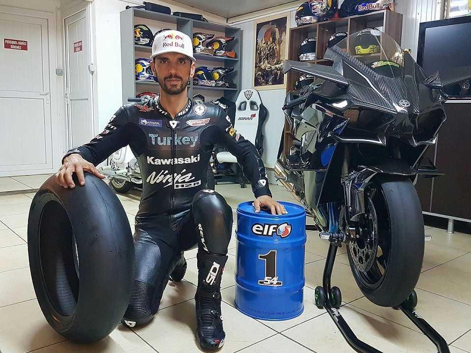 O piloto e sua moto Ninja H2R
