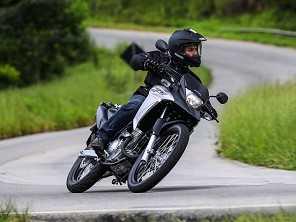 Moto acima de 300 cm³ mais vendida do Brasil, XRE 300 chega à linha 2017