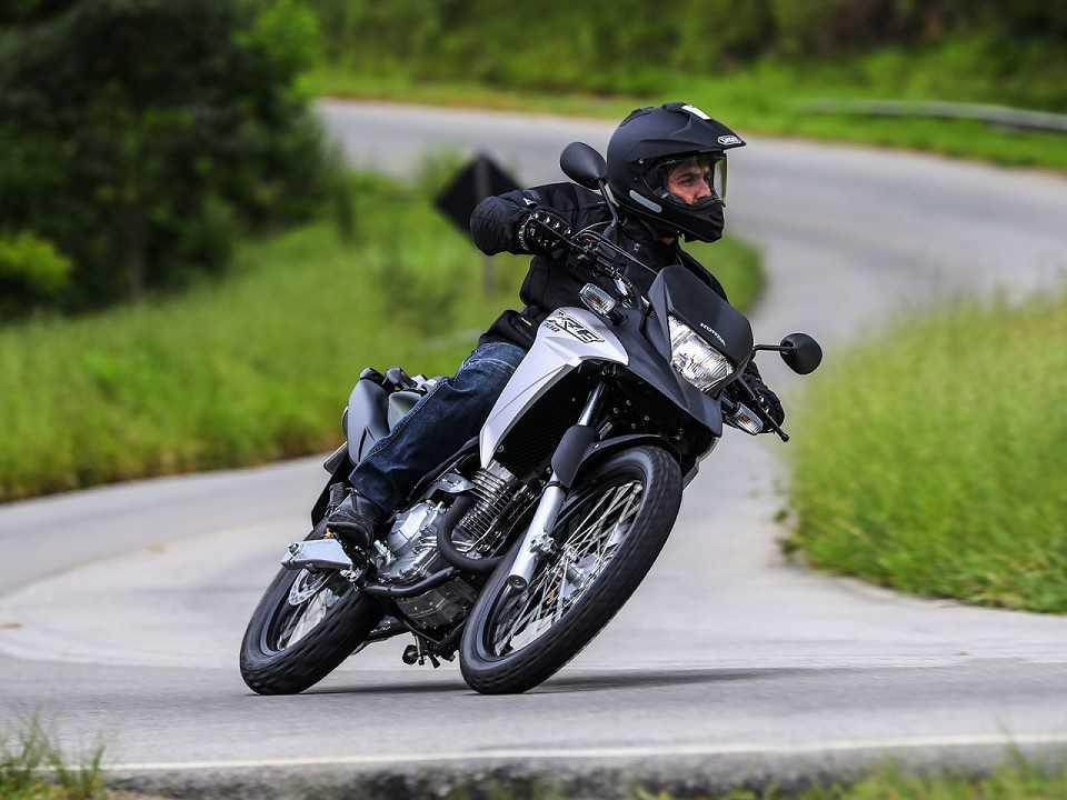 ... acima de 300 cm³ mais vendida do Brasil, XRE 300 chega à linha 2017