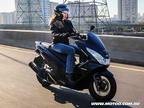 Honda PCX 2018 segue sem grandes mudanças e mantém preço
