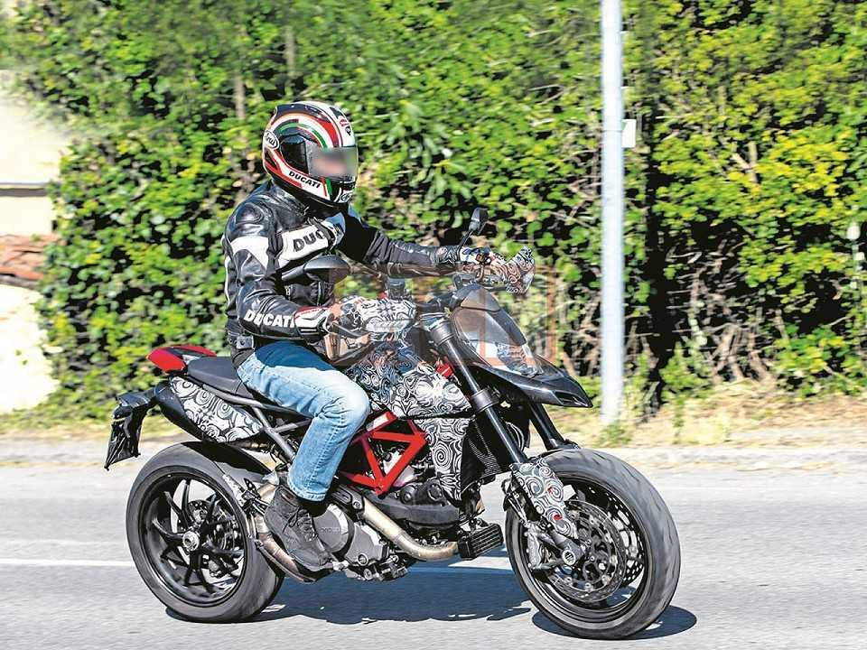 Flagra da Ducati Hypermotard com modifica�§�µes para 2019