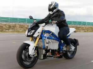 Conceito elétrico da BMW acelera junto com a S 1000 RR