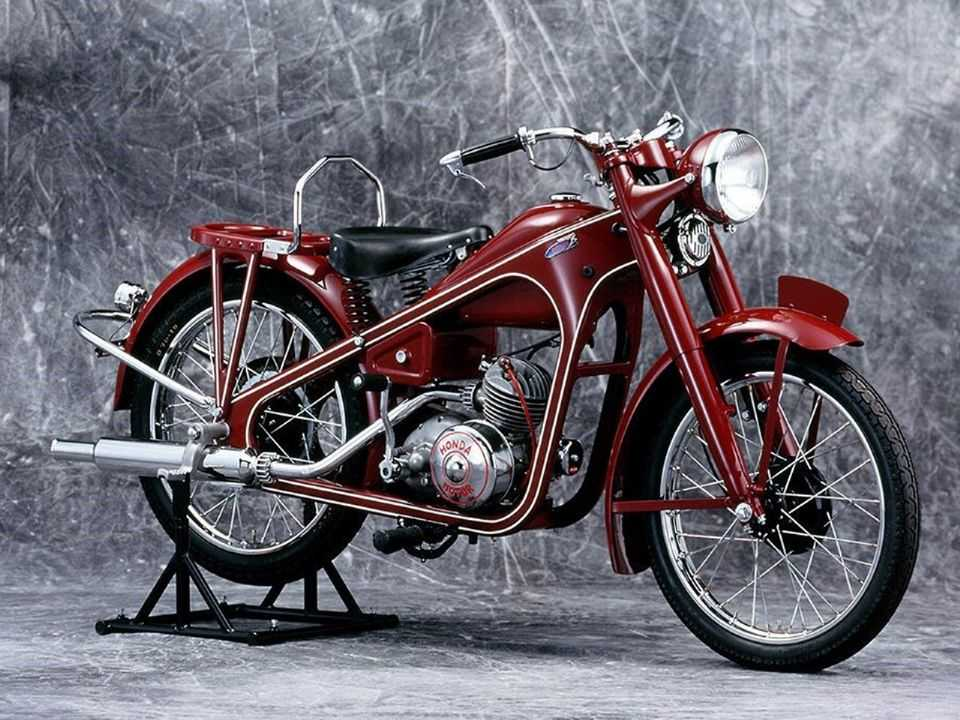 Acima a Honda Dream D-Type de 1949
