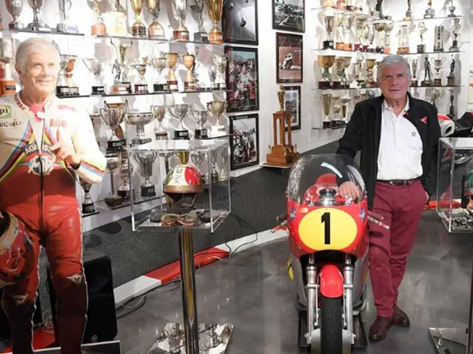 Giacomo Agostini em seu museu inaugurado em Bérgamo, Itália