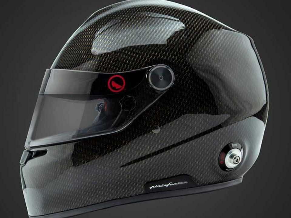 Capacete refrigerado a água criado pela Pininfarina em parceria com a Roux Helmets