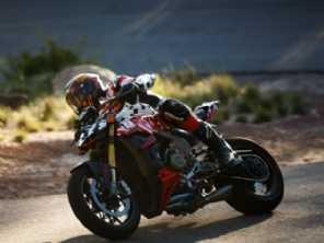 Ducati Streetfighter é apresentada durante corrida