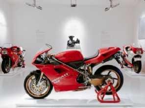 Moto lendária é exposta durante comemoração da Ducati