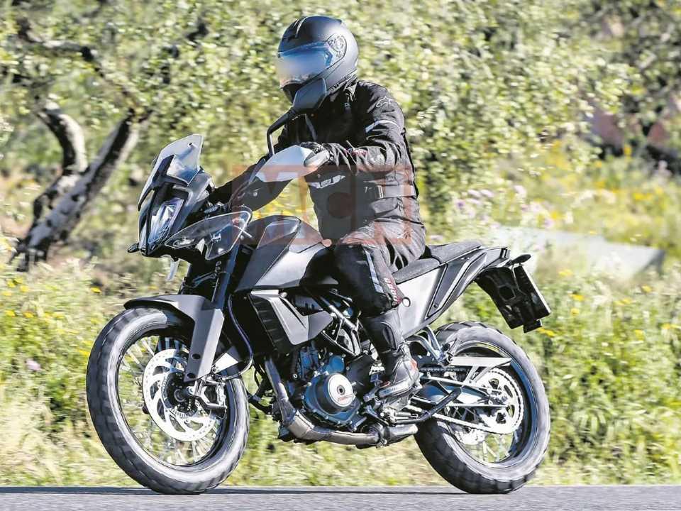 A KTM 390 Adventure roda em testes na Europa