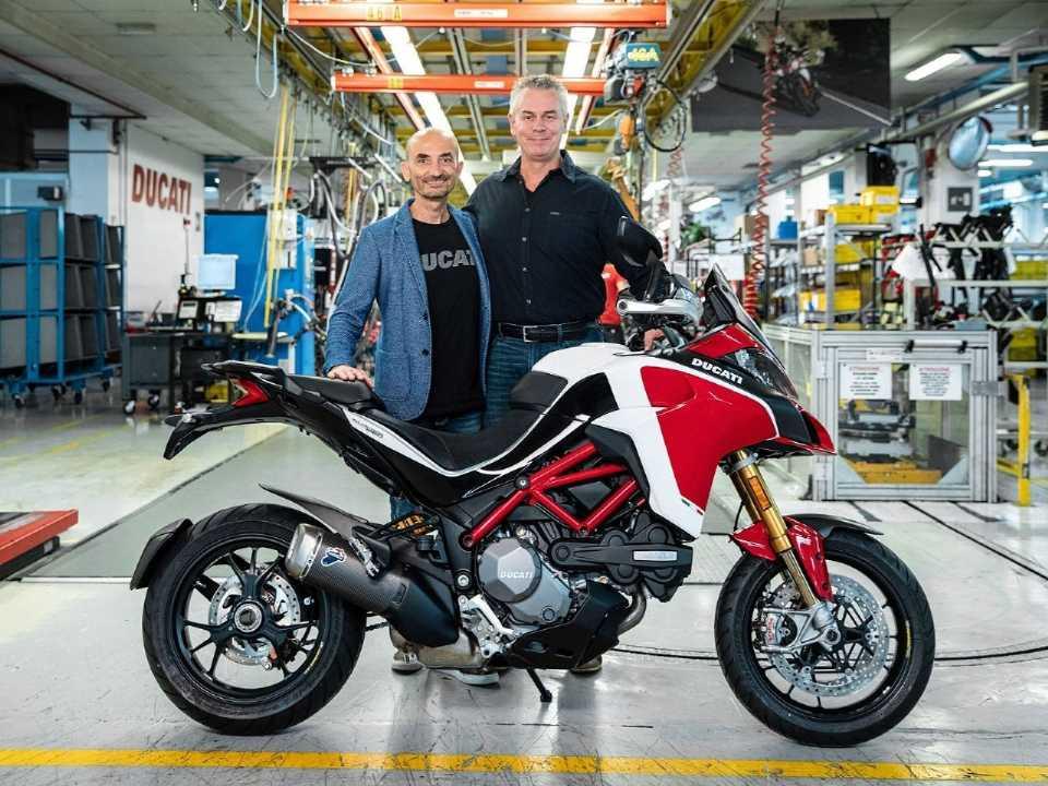 Acima a Ducati Multistrada de número 100 mil produzida nesta semana