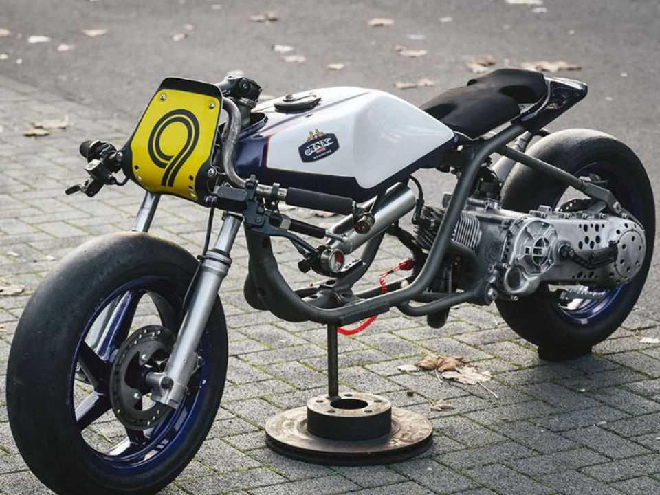 O scooter transformado em modelo de arrancada
