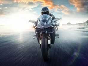 Eletrificada: Kawasaki registra patente de moto híbrida