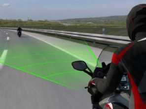 BMW estuda controle de tração adaptativo para sua motos