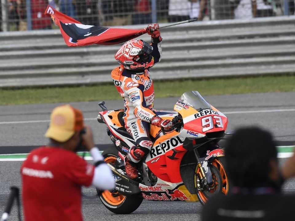 Marc Márquez comemorando a vitória no GP da Tailândia em 2019