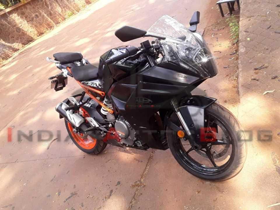 Nova KTM RC390 flagrada a na Índia