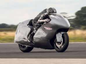 Famoso piloto britânico quer levar sua Hayabusa modificada a 480 km/h