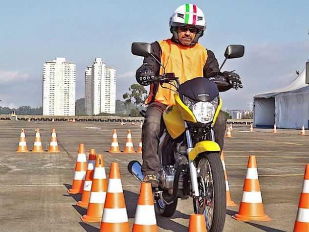 Como frear uma moto da forma mais eficiente