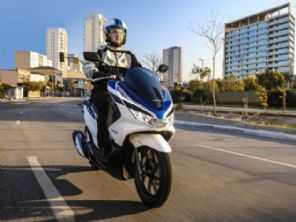 Líder com folga, Honda PCX chega à linha 2022 apenas com novas cores